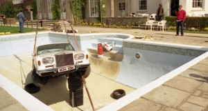 oasis_rolls_royce_swimming_pool_be_here_now_02